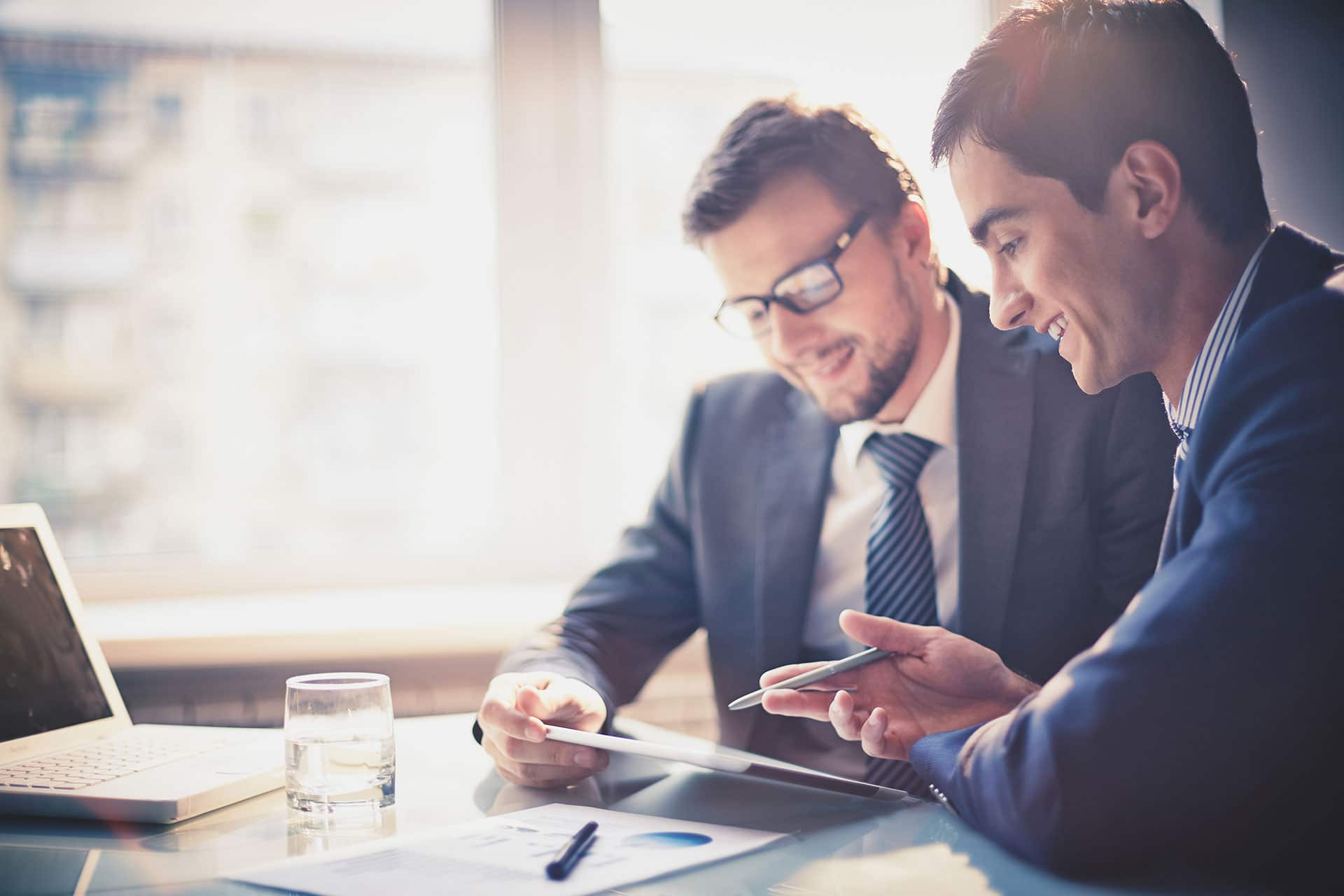 Conseiller gestion patrimoine conseiller financier expliquant le rôle du conseiller en gestion de patrimoine